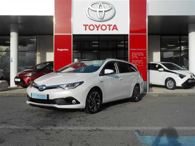 Toyota Auris II Touring Sports Hybride 136h Design