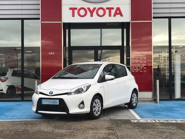 Toyota Yaris III Hybride 100h Business